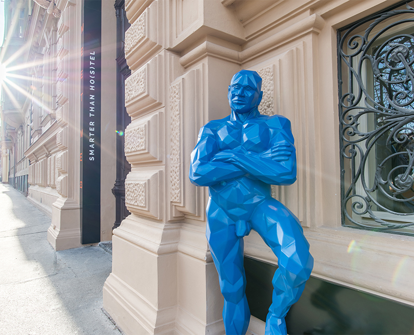 Blue guy sculture - Contact